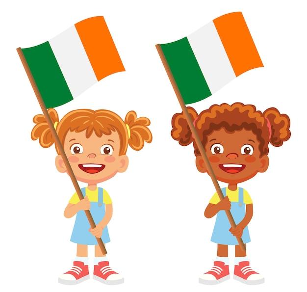 Флаг ирландии в руке. дети держат флаг. национальный флаг ирландии вектор