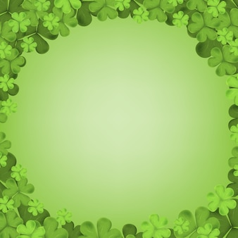 緑の背景に分離されたアイルランドのシャムロック落ち葉