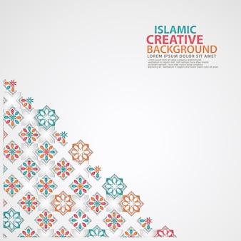 花のモザイクの装飾的な詳細を持つイスラムのテンプレート。