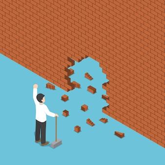 Изометрические бизнесмен использовать молоток, ломая стену