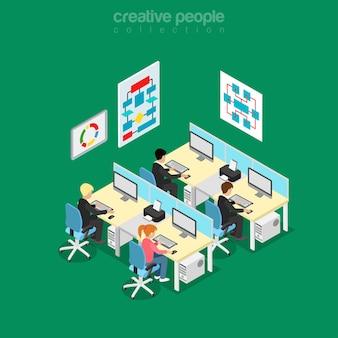 Изометрические плоские разработчики программного обеспечения и инженеры иллюстрации офисной комнаты. концепция изометрии технологии. программный код рабочих мест, блок-схемы алгоритмов, настенные плакаты.