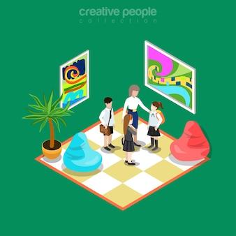 등각 투영 평면 교사와 미술 갤러리의 학생, 박물관 라운지 룸 인테리어 그림. 교육 및 지식 등거리 변환 개념. 추상 회화, 부드러운 퍼프 및 식물.