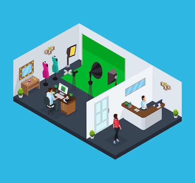 Изометрическая концепция фотостудии с рабочими, клиентская мебель, приемная и фотографическое оборудование, изолированные