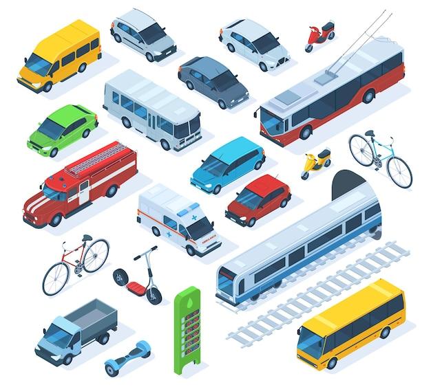Изометрические общественный городской транспорт, скутер, автобус, пожарная машина. государственные муниципальные и частные автомобили, скорая помощь, грузовик и поезд векторные иллюстрации набор. городской городской транспорт