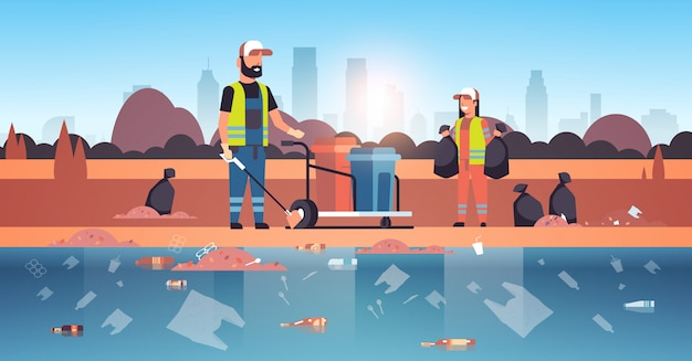 清掃員がゴミを収集し、黒い袋に梱包クリーナーカップルが一緒にビーチエリアクリーニングサービス環境改善コンセプト川岸都市景観背景水平に取り組んで