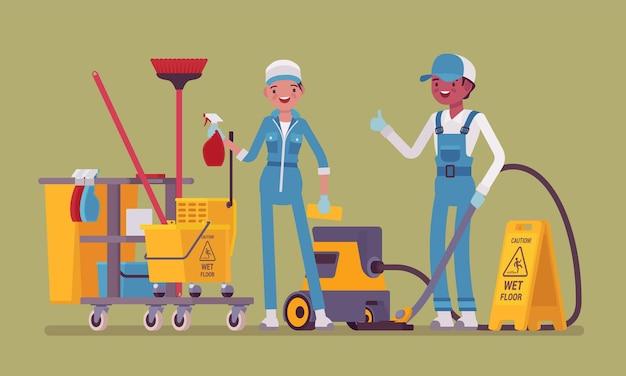 전문 도구로 작업하는 청소부 팀