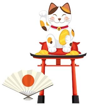 Gatto fortunato giapponese maneki neko sul cancello torii