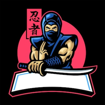 Японский талисман ниндзя держит меч катана