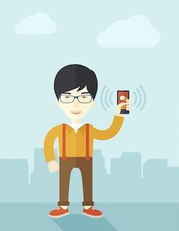 日本のオフィスワーカーと彼のスマートフォン。