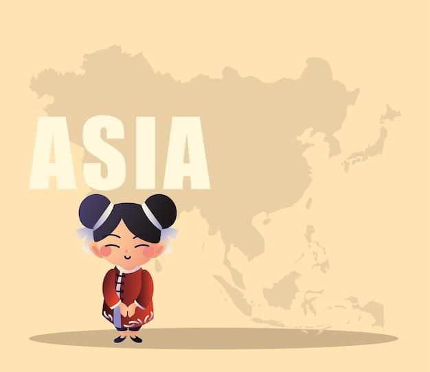 地図を持つ日本人女性