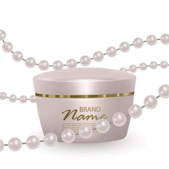 真珠のストランドの背景にフェイスクリームの瓶