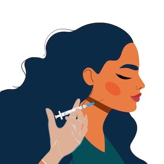 턱선 보정. 여성의 얼굴과 손을 잡고 주사기. 미용 산업 및 주입 개념. 턱 라인 주사. 얼굴 타원형 수정 절차. 턱 라인 필러.