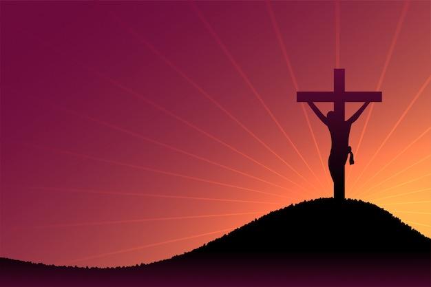 황혼과 태양 광선에 예 수 그리스도 십자가 장면