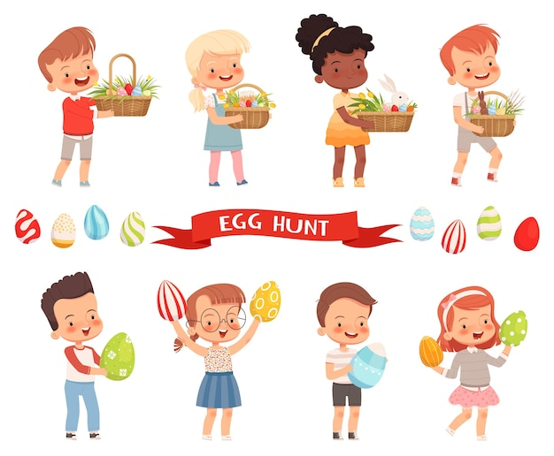 うれしそうなかわいい子供たちは、休日のためにイースターバスケットと塗られた卵を運びます。
