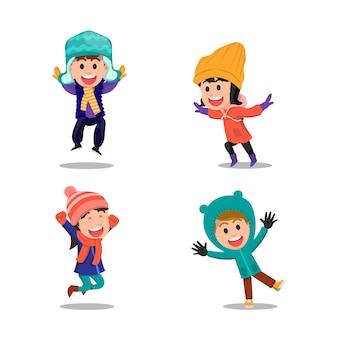 Радостные выражения детей в зимней одежде
