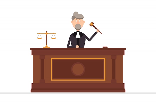 Судья персонаж в зале суда с молотком в левой руке иллюстрации