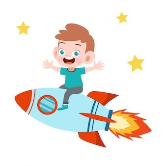 Малыш мальчик ездить на ракете