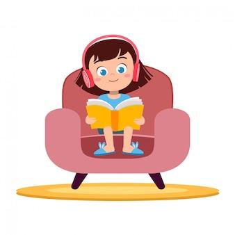 子供の女の子がソファで読書