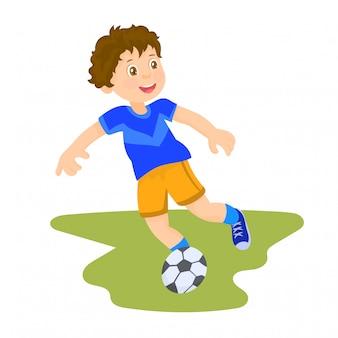 Малыш играет в футбол в школе