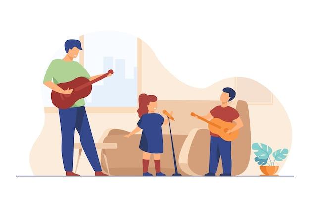 Дети и папа играют на гитаре и поют дома