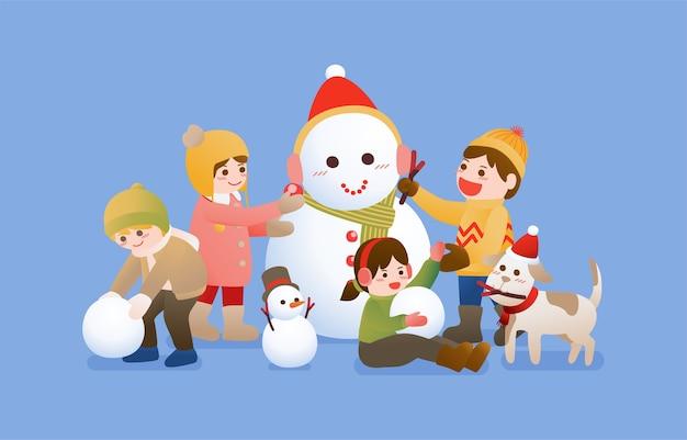 I bambini costruiscono un pupazzo di neve e giocano con la neve, i festeggiamenti di natale, inverno e capodanno