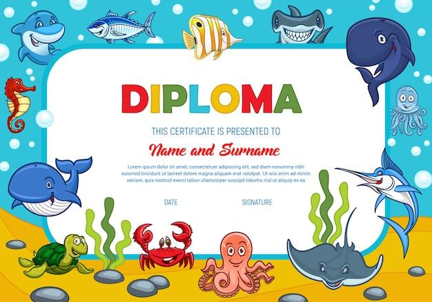 水中の海の動物、教育学校や幼稚園の証明書テンプレートと子供の卒業証書。マグロの魚とハンマーヘッドとカニ、クジラ、カジキ。タコとタツノオトシゴ子賞国境