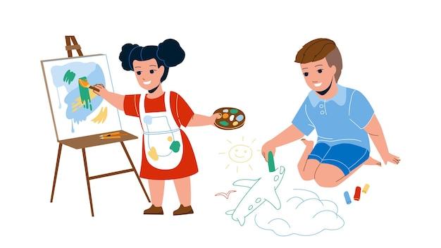 一緒に創造的な絵を描く子供たちベクトル。少年はアスファルトにチョークで飛行機を描き、少女は絵の具で絵を描きます。幼稚園フラット漫画イラストのキャラクターの創造性とアート