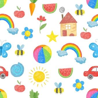 パターンを描く子供たち。家族の両親は、テキスタイルのシームレスな背景のためのおもちゃの子供たちの色の手描きのオブジェクトを植えます。