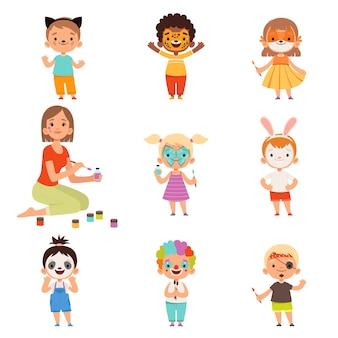 키즈 페이스 페인팅. 애니메이터 그리기 및 어린이 파티 의상 메이크업 만화와 함께 연주 프리미엄 벡터