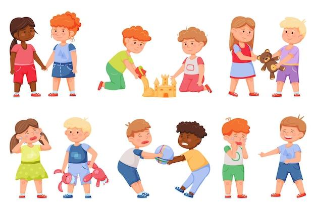 아이들의 좋은 행동과 나쁜 행동 친구들은 장난감을 공유하고 함께 놀고 화난 아이들은 왕따 친구와 싸웁니다