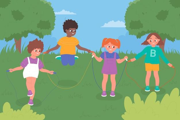 아이들은 유치원 놀이터 또는 여름 녹색 도시 공원에서 함께 줄넘기 놀이