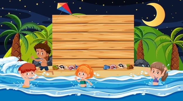 빈 나무 배너 템플릿으로 해변 밤 장면에서 여름 방학에 아이들