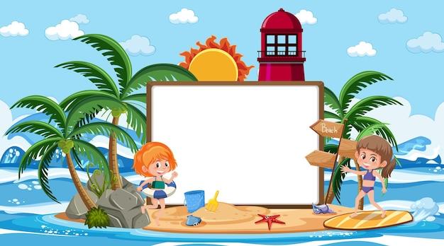 빈 배너 템플릿으로 해변 낮 장면에서 휴가에 아이들