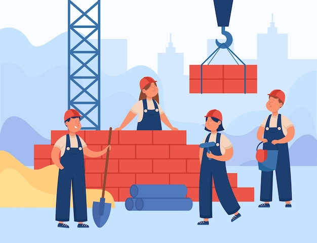 Bambini in tuta e caschi che costruiscono casa. costruttori maschi e femmine felici che posano mattoni usando l'illustrazione piana di vettore degli strumenti di costruzione