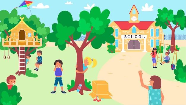 Дети играют в школьном дворе