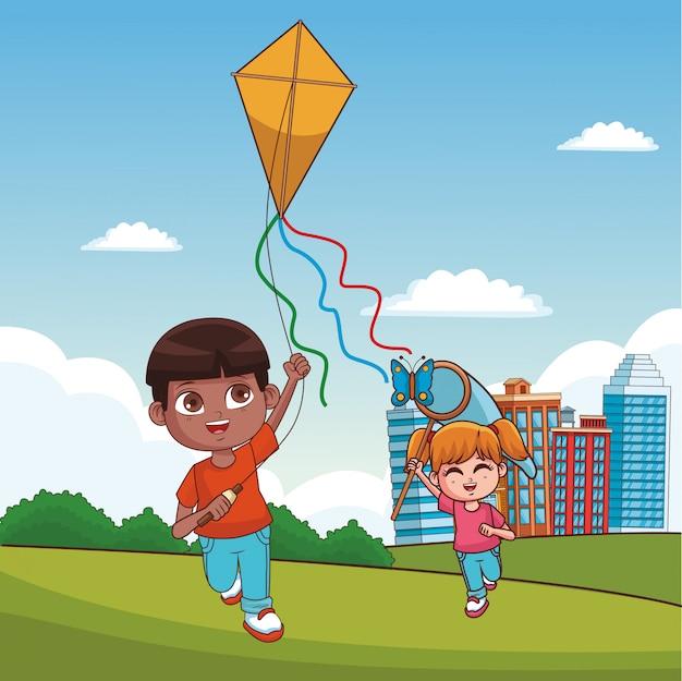 公園の漫画で遊んでいる子供たち