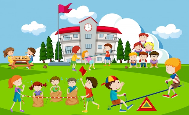 学校の遊び場で遊んでいる子供たち