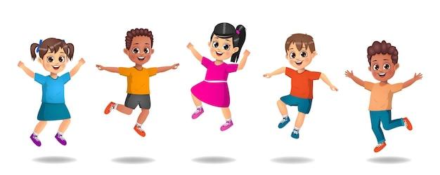 外で遊ぶ子供たち。ジャンプする子供たち。子供たちのグループ