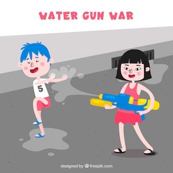 Bambini che giocano in strada con pistole ad acqua in plastica