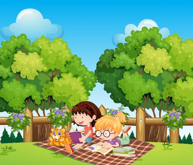 猫と屋外で勉強している子供たち