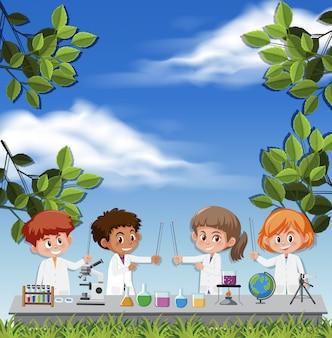 空を背景に科学者の衣装を着ている子供