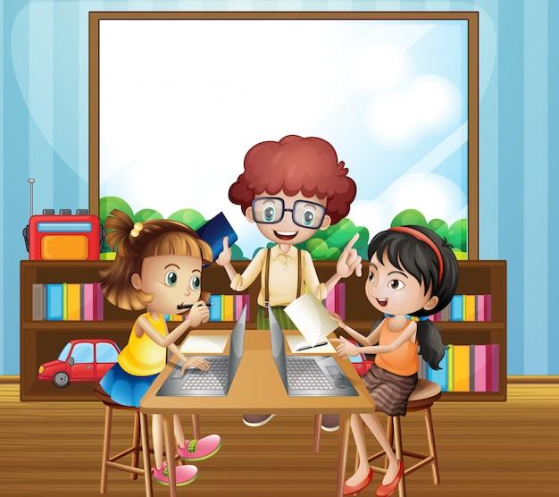 教室で働く子供たち