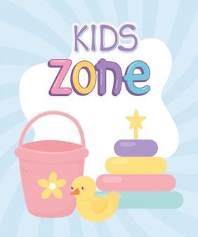 Детская зона, ковш резиновая утка и пазлы с башенками игрушки, фон солнечных лучей