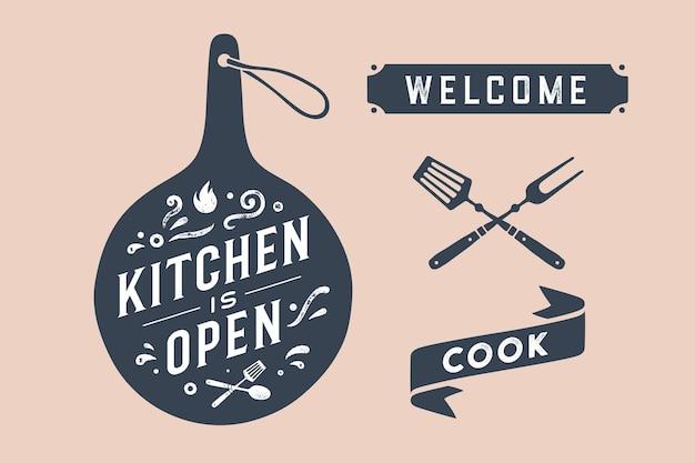 キッチンオープン。壁の装飾、ポスター、サイン、引用。まな板と書道のレタリングテキストを備えたキッチンデザインのポスターキッチンオープン、リボンクック、ようこそ。ヴィンテージのタイポグラフィ。ベクトルイラスト