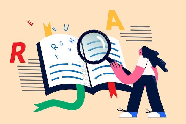 Знания, ищущие информацию концепции. молодая позитивная улыбающаяся женщина, стоящая в поисках информации в книгах с лупой в руке, векторная иллюстрация