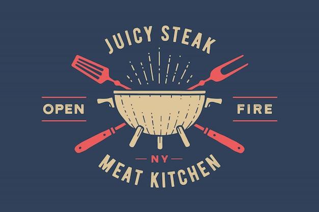 Этикетка или логотип для ресторана. логотип с грилем, барбекю или барбекю