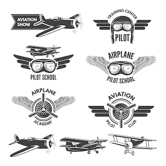 Этикетки с иллюстрациями старинных самолетов. туристические картинки и логотип для авиаторов. значок авиационного полета, эмблема самолета, логотип школы пилотов