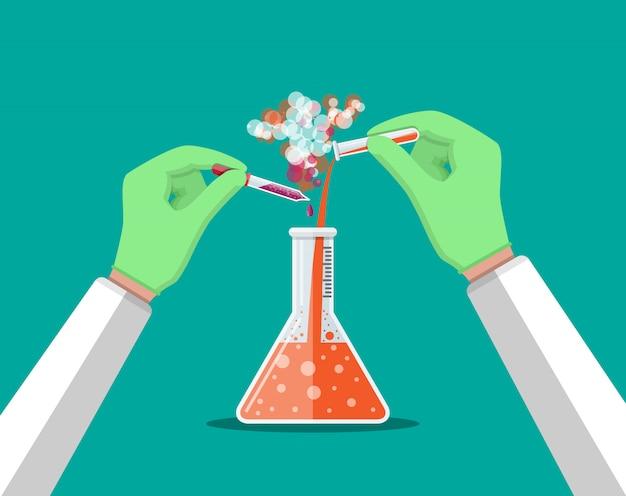 Лаборант держит стеклянную трубку и пипетку.