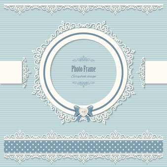 Lacy round frame and borders.
