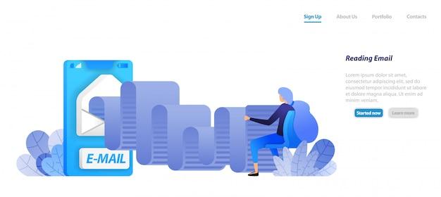 방문 페이지 웹 템플릿. 이메일 롤을 읽습니다. 봉투가있는 모바일 메일 앱. 여자는 앉아서 현대 커뮤니케이션을 읽고 있습니다